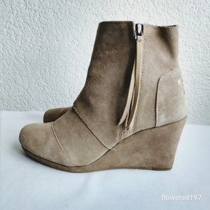 Tom's Suede Wedge Booties Size 7.5